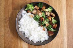 Stir-fry tofu s brokolicí – Forky's Stir Fry, Tofu, Feta, Plant Based, Fries, Cheese