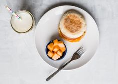 10 Toddler Breakfast Ideas - a photo of a breakfast sandwich next to a blue cup of orange cantelope on a white plate and white background - click photo for full written recipes Toddler Menu, Picky Toddler Meals, Kids Meals, Healthy Baby Food, Healthy Meal Prep, Healthy Eating, Breakfast For Kids, Breakfast Ideas, Meal Plan For Toddlers