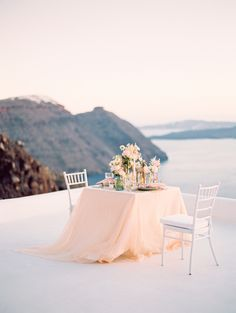 Greek receptions - photo by Julia Kaptelova Photography http://ruffledblog.com/dreamy-elopement-in-santorini