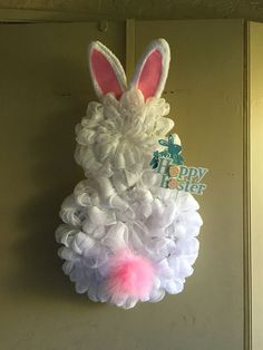 Deco mesh Easter bunny wreath (bunny butt)-photo inspiration only Easter Projects, Easter Crafts, Easter Decor, Wreath Crafts, Diy Wreath, Wreath Ideas, Hoppy Easter, Easter Bunny, Holiday Wreaths