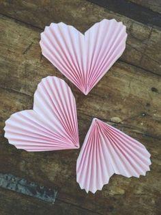 Herzgirlande aus Papier basteln-dekoking-com-4
