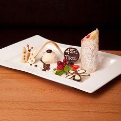 """Hallo aus dem Hotel Tirol in Ischgl mit einer traumhaften Dessertvariation   Präsentiert auf dem flachen rechteckigen Teller aus der Serie """"NewWave"""" von Villeroy&Boch  #villeroyundboch #hoteltirol #tischkulturpur #dergeschirrspezialist #dessertliebe #hungry #porcelain #ischgl #butterfly #palatschinke #flowerpower  Foto: Baerenzung Julia www.tirol-ischgl.at Villeroy, Dessert, Flyer, Container, Food, Dishes, Easy Meals, Dessert Food, Meal"""