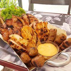 Μια ποικιλία κρεατικών σηματοδοτεί το Κυριακατικο μας τραπέζι !Ειδικα το μεσημερι στο μουσικο μεζεδοπωλειο Χρησιμοπωλειον η γευσεις θα σε ενθουσιασουν.Ενα υπέροχο στέκι για ολη την οικογενεια Pot Roast, Chicken Wings, Meat, Ethnic Recipes, Food, Carne Asada, Roast Beef, Essen, Meals