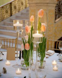 idées déco avec tulipes et bougies pour la table à manger