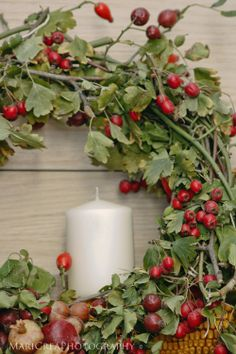 Traditional wreath with fresh greenery and red berries!!! Bebe'!!! Simple but elegant!!!