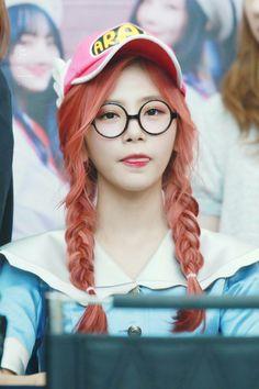 DREAMCATCHER - JiU Kpop Girl Groups, Korean Girl Groups, Kpop Girls, Extended Play, Kim Min Ji, Jiu Dreamcatcher, Gfriend Sowon, It Hurts Me, Pin Pics