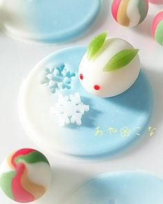 Reminds me of these cute rabbit shaped Chinese buns I was once given 🐇🐇🐇 Japanese Sweets, Japanese Wagashi, Japanese Food Art, Japanese Snacks, Bento, Kawaii Dessert, Cute Desserts, Cafe Food, Eclairs