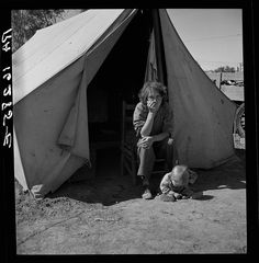 18 year old migrant mother from Oklahoma, California migrant camp, Dorothea Lange, Library of Congress Dorothea Lange Photography, Migrant Worker, Dust Bowl, Great Depression, Old Mother, Documentary Photographers, New Politics, Library Of Congress, Historical Photos