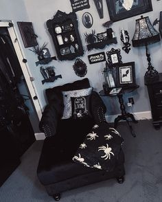 Dark Home Decor, Goth Home Decor, Gypsy Decor, Halloween Bedroom, Halloween Home Decor, Halloween Nails, Halloween Costumes, Gothic Room, Gothic House