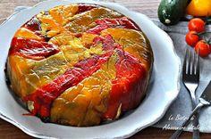 La Torta di peperoni rovesciata è un secondo piatto semplice e salutare. Con i peperoni di stagione creerete un secondo piatto davvero originale.