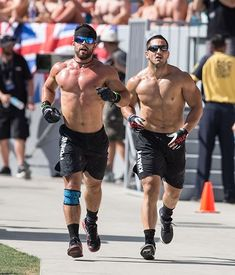 Rich Froning and Jason Khalipa Crossfit Men, Crossfit Motivation, Crossfit Athletes, Body Motivation, Rich Froning, Camille Leblanc, Preparation Physique, Workout Pictures, Muscle Boy