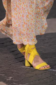 Spring Style, Spring Summer Fashion, Fashion Show, Women's Fashion, Fashion Trends, Edgy Shoes, Runway Shoes, Summer Fashions, Fresh Shoes