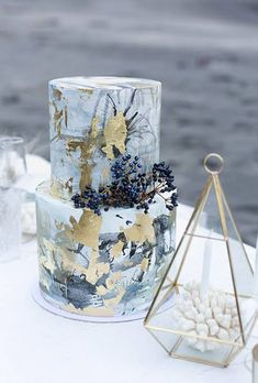 LOVE the seaside colors of this cake! Oh, the metallics and blues!!