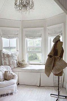 Inspiration for dressing living room bay window.