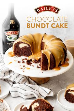 Baileys Chocolate Bundt Cake With caramel, Baileys, and cream cheese filling, this cake is anything bundt boring. Just Desserts, Delicious Desserts, Dessert Recipes, Christmas Desserts, Christmas Baking, Starbucks, Baileys Recipes, Chocolate Bundt Cake, Chocolate Ganache
