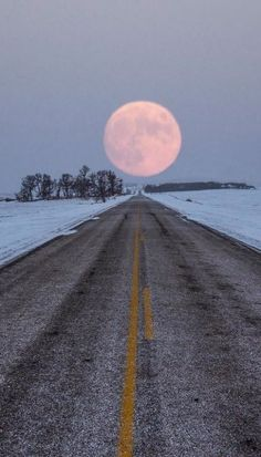 Highway to the Moon.. South Dakota, U.S (by Aaron J. Groen)