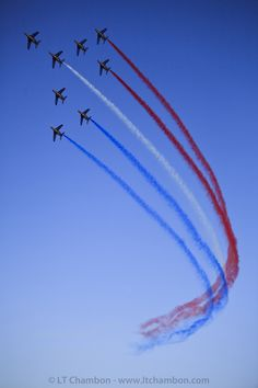 Military Weapons, Military Aircraft, Air Fighter, Fighter Jets, Mahindra Jeep, Us Navy Blue Angels, Raf Red Arrows, Aerial Acrobatics, Walk The Earth