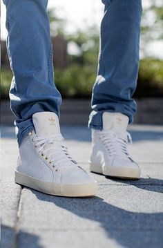 adidas - The Rod Laver Vintage Hi Sneaker in White & Gum