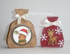Heute nun die anderen beiden Geschenksäckchen aus Karton, die ich etwas kleiner gemacht habe - eines mit Rentier Rudi und eins mit Edvin Elc...