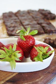 This Rawsome Vegan Life: raw brownies & strawberries