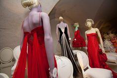 Designer to the Stars Takes a Stroll Down the Catwalk - Press - Valentino Garavani Museum