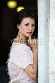 Ritratto di ragazza con luci sfondo  Ph andreaxt Model Diana Mary