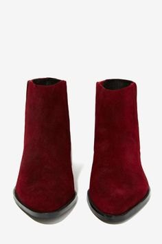 Suede Ankle Boot in Burgundy//