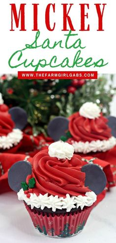 Make this Christmas a Disney Christmas. These adorable Mickey Mouse Santa Cupcakes are the perfect holiday Disney snack to celebrate Christmas. This Disney dessert is so easy and festive. Add a cute Mickey Santa hat to these decorated Christmas cupcakes. Disney Desserts, Disney Snacks, Party Desserts, Disney Food, Christmas Cupcakes Decoration, Christmas Desserts, Christmas Treats, Christmas Baking, Santa Cupcakes