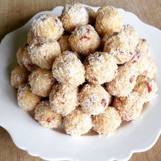 Low Carb Lemon Goji Balls