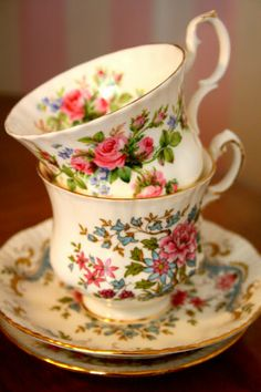 Top teacup -was my grandmothers china pattern. She loved flowers and gardening. Vintage Cups, Vintage Tea, Cup And Saucer Set, Tea Cup Saucer, Teapots And Cups, Teacups, Afternoon Tea Parties, Cuppa Tea, China Tea Cups
