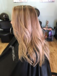 Honey pearl platinum blonde balayage hair for dirty blondes// hair color for long layers