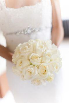 white bridal bouquet. photo by lisa-odwyer.photoshelter.com