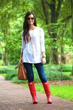 Ideas Red Hunter Boats Outfit Summer Black For 2019 Fall Winter Outfits, Autumn Winter Fashion, Spring Outfits, Outfit Summer, For All Things Lovely, Hunter Boots Outfit, Boating Outfit, Summer Shirts, Vogue