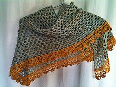 Le châle Mat et brillant de miclasouris by Michèle Aixala / Le blog de miclasouris. Free crochet triangular shawl pattern in French with charts.