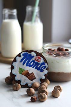 Proteinowe, domowe fit Monte - twój nowy, ulubiony deser! - Life Gym Hero Healthy Deserts, Healthy Sweets, Healthy Recipes, Helathy Food, Food To Make, Sweet Tooth, Food Porn, Food And Drink, Snacks