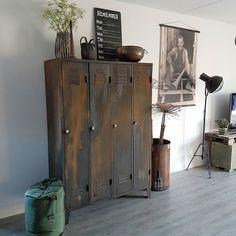 Goodmorning  Gaan jullie vandaag ook nog genieten van het zonnetje?? Ik ga vandaag de nieuwe houten artikelen halen bij de groothandel. Daarna ga ik van deze artikelen mooie foto's maken voor in onze webshop.  Ik wens jullie een zonnige dag  http://ift.tt/1N9Y1El  #stoerwonen#industrieelwonen#home4you#homeinspiration#homeinspo#nicepic#ninterior#wwinterior#scandicinterior#interior4all#showhometop5#ilovemyinterior#showhome#instapic#goodpicture# by huisjemetspulletjes