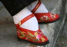 Photo de pieds bandés dans leurs chaussures