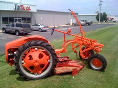 I have a tool store in Tulsa Ok And keep my G & B in the back of the store. yesterday an older gentleman. Antique Tractors, Vintage Tractors, Vintage Trucks, Small Tractors, Tractors For Sale, Allis Chalmers Tractors, Ford Tractors, Small Garden Tractor, Tractor Room