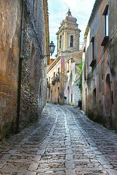 Erice, Sicily Awesome place to visit. Even in Winter when streets are semi-deserted, cold, misty...