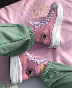 Converse All Star, Mode Converse, Converse High, Pastel Converse, Floral Converse, Pink Sneakers, Sneakers Fashion, High Top Sneakers, Fashion Shoes