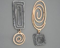 Mixed metal spiral earrings in sterling silver and gold filled, Rachel Wilder Handmade Jewelr. - Mixed metal spiral earrings in sterling silver and gold filled, Rachel Wilder Handmade Jewelry - Wire Earrings, Wire Jewelry, Jewelry Art, Earrings Handmade, Silver Earrings, Jewelry Accessories, Handmade Jewelry, Silver Ring, Fashion Jewelry