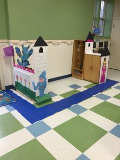Preschool Castle for our Dramatic Play. Filled the wall with pictures of th kids as a king or queen Nursery Rhymes Preschool, Nursery Rhyme Theme, Preschool Themes, Preschool Classroom, Classroom Themes, Kindergarten Activities, Dramatic Play Area, Dramatic Play Centers, Fairy Tales Unit