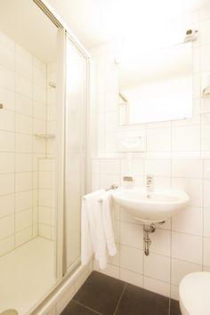 Badezimmer im Hotel Schleuse Alcove, Bathtub, Bathroom, Bathing, Standing Bath, Bath Room, Bath Tub, Bathrooms, Bathtubs