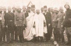 Enver Bey ve Derne Kumandanı Mustafa Kemal Bey. Arkada Silahşör Yakup Cemil.  Derne/Trablusgarp 1911