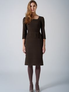 Elegant midi suiting dress / Brown black dots / 3/4 sleeve / beautiful square neckline