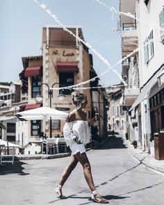 Top – Zara / Shorts – Citizens of Humanity / Sunglasses – Chloe / Shoes – Manebi Hello and happy Saturday loves! Here are some pictures from our cozy day in Port de Soller in Mallorca.…