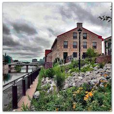 📸 @thatcambridgewoman Cambridge, Ontario, Canada, Mansions, House Styles, Photography, Home Decor, Photograph, Decoration Home