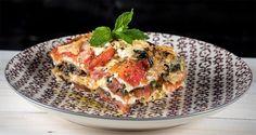 Vegetable lasagna by Greek chef Akis Petretzikis. A super delicious and easy recipe for lasagna made with aubergines, zucchini, spinach, feta and gruyere! Greek Recipes, Veggie Recipes, Pasta Recipes, Vegetarian Recipes, Veggie Food, Pasta Dishes, Casserole Recipes, Lasagna, Feta
