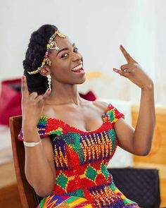 Dearest Lovebirds, What a way to style yourselves with Kente combined with Velvet? Have you seen people dress gorgeously with Kente and Velvet? Trust us, we know what makes you look cute. African Lace, African Wear, African Women, African Dress, Traditional Wedding Attire, African Traditional Wedding, African Print Fashion, African Fashion Dresses, Kente Dress