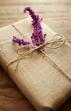 Wrapping Gifts 613685886712548335 - Mother's Day: 15 DIY gift wrap ideas Source by Present Wrapping, Creative Gift Wrapping, Wrapping Ideas, Creative Gifts, Christmas Gift Wrapping, Christmas Gifts, Santa Gifts, Craft Gifts, Diy Gifts